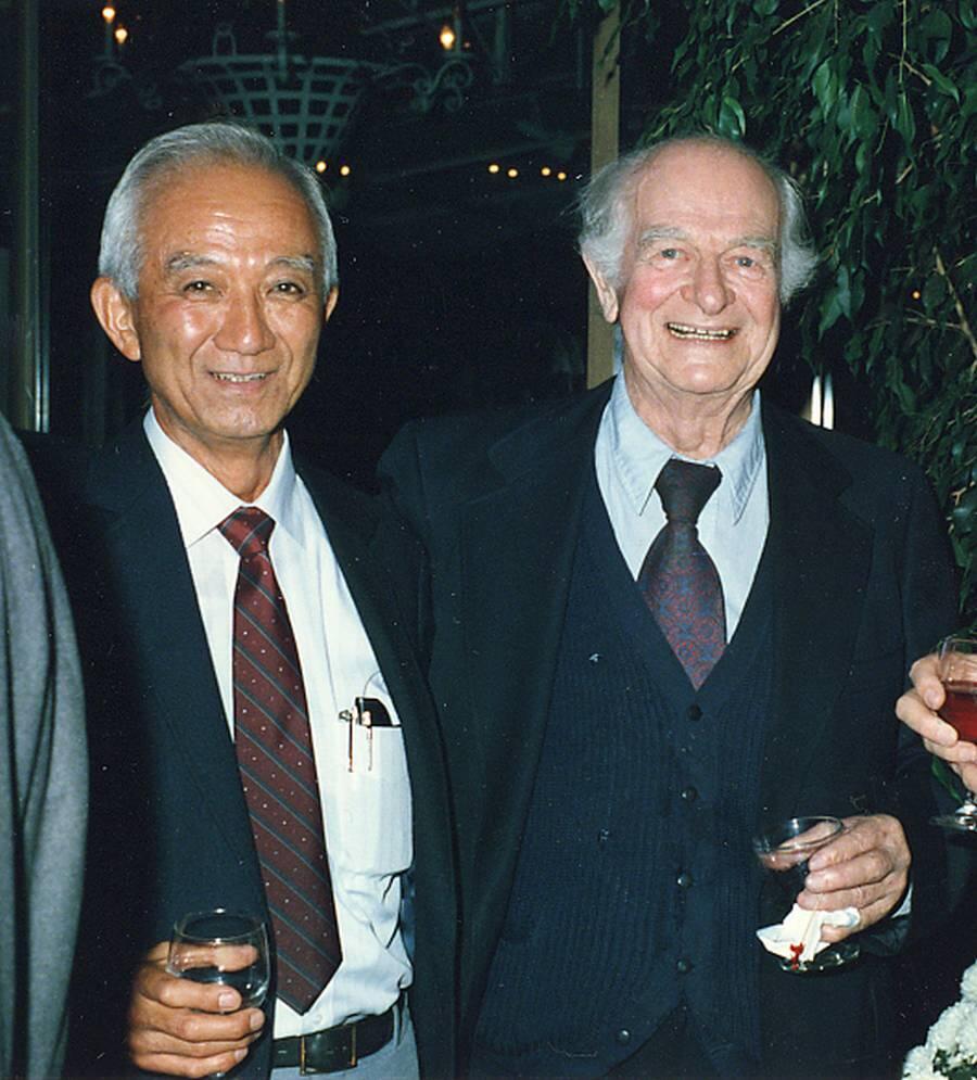Linus Pauling and Harvey Itano