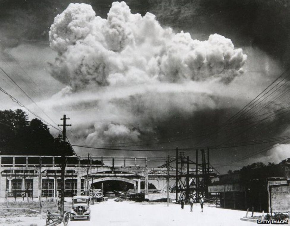 Atomic bomb being dropped on Nagasaki, WWII